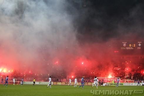 пиро на матче арсенал - Динамо Киев