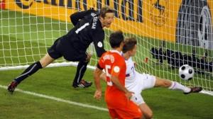 Ван дер Сар пропускает гол