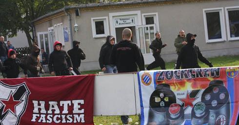 Немецкие левые отхватили от правых радикалов