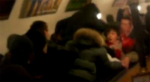 Фанаты Спартака на эскалаторе против хулиганов Динамо