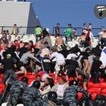 фанаты Зенита дерутся с милицией в Перми