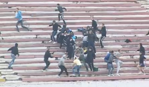 Footbrawl: Fans of FC Khimki & FC Volga join forces to attack FC Arzamas fans in a Russian amateur game