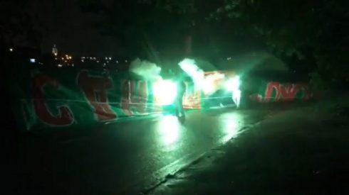 фанаты Торпедо жгут баннер Локо