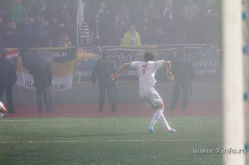 Резиуан Мирзов танцует лезгинку после гола в ворота Торпедо