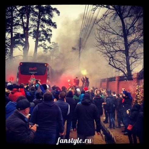 фанаты локомотива провожают футболистов