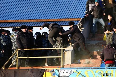 столкновения с полицией на матче Луч - СКА