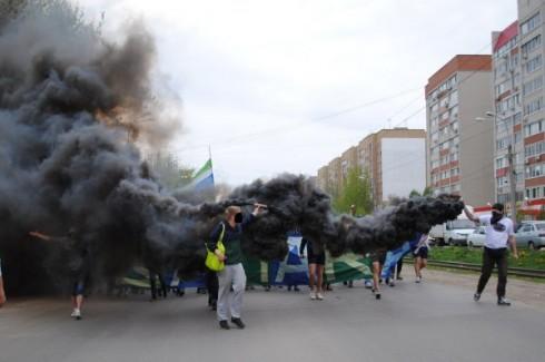 проход фанатов Крыльев Советов перед матчем с Рубином