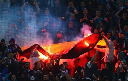 фанаты Зенита жгут немецкий баннер